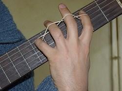 exercice main gauche elastique guitare