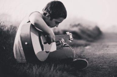 taille guitare pour enfant